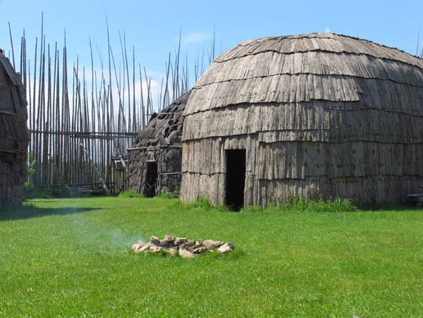 Photograph by Archéo-Québec, Éric Piché. Centre d'interprétation du Site archéologique Droulers-Tsiionhiakwatha.