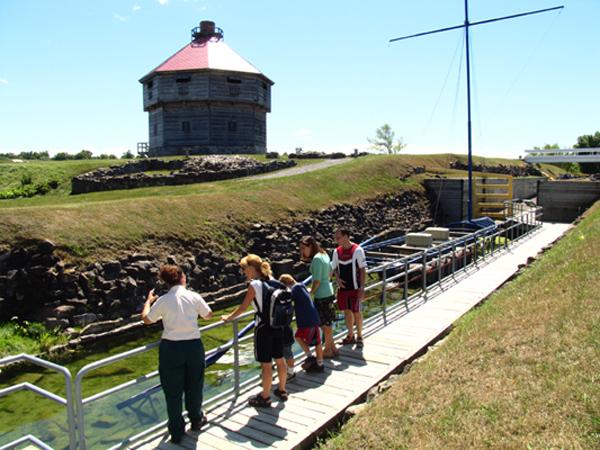 Photo: Archéo-Québec, Éric Piché. Lieu historique national de Coteau-du-Lac, Parcs Canada.