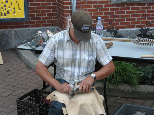 Photo: Ville de Lévis. Experimental archaeology: stone cutting demonstration